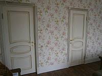 Деревянные межкомнатные двери, крашенная состаренная с потертостями