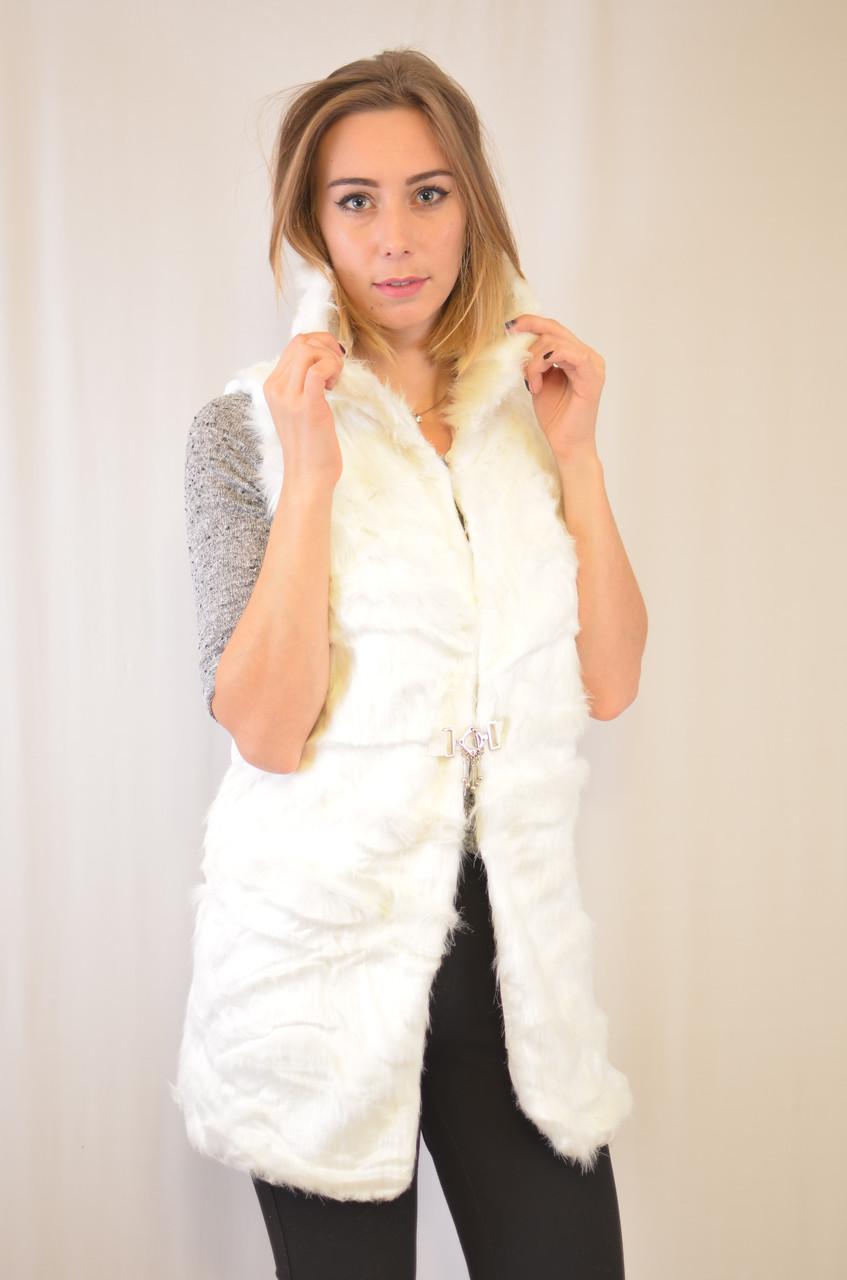 Красивая дешевая меховая женская жилетка с капюшоном.