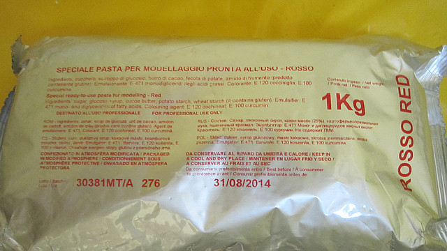 Мастика сахарная для лепки фигур и цветов МоделПласт красная(код 01668) Италия