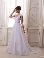 Романтичное свадебное платье со шлейфом