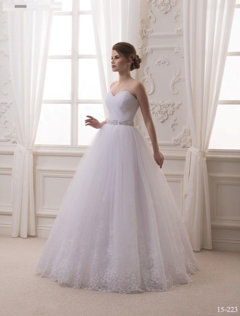 Свадебное платье с нежной фатиновой юбкой
