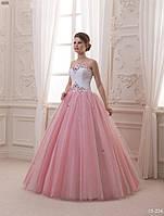 Оригинальное свадебное платье с пышной розовой юбкой