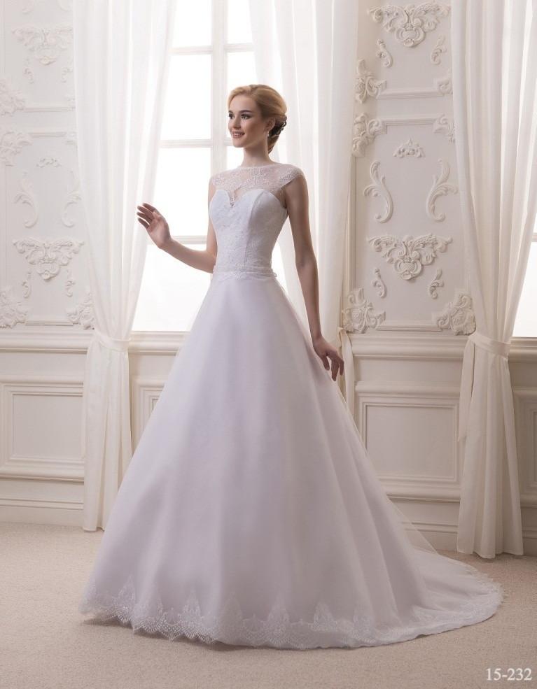 Восхитительное свадебное платье со шлейфом