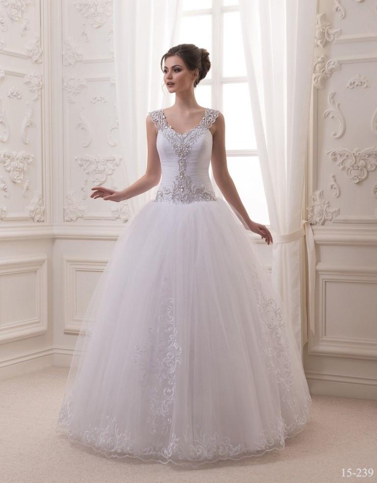 Восхитительное свадебное платье с пышной юбкой
