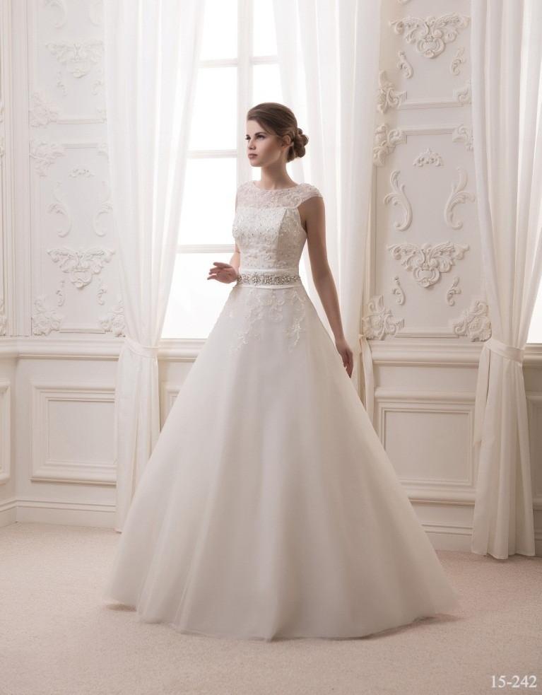 Пышное свадебное платье с бусинами и стразами