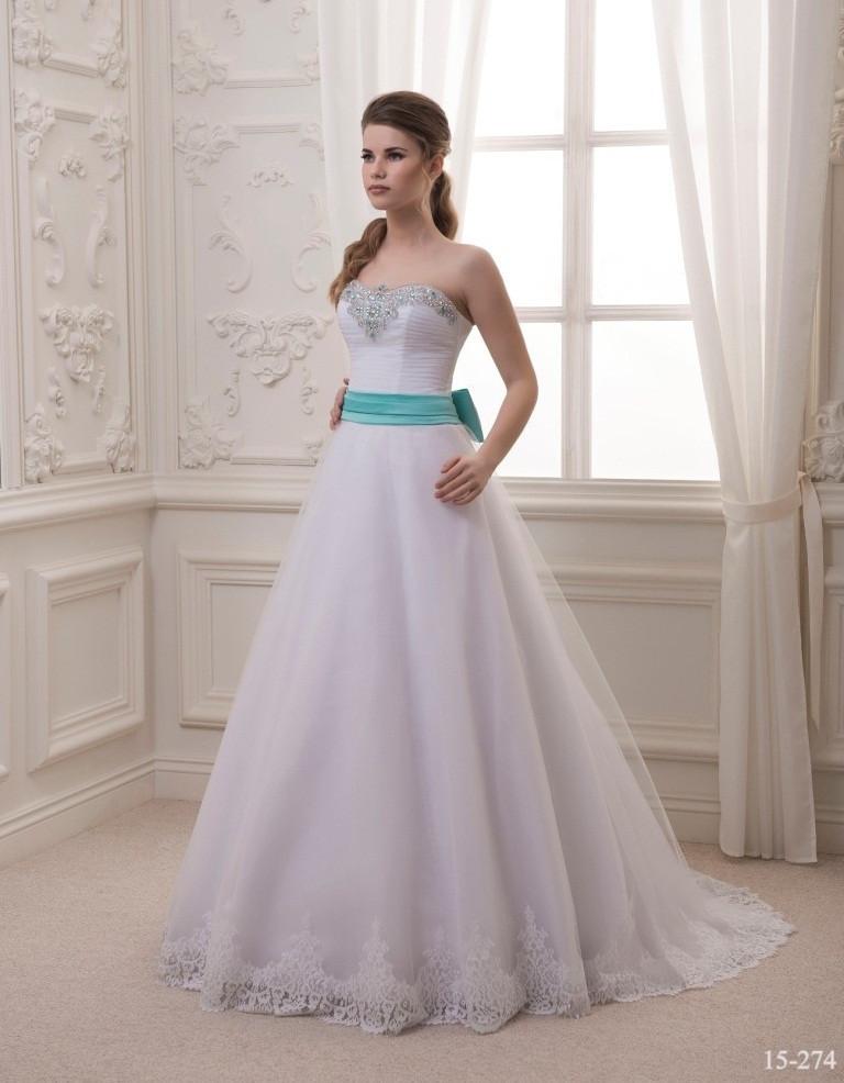 Роскошное свадебное платье с красивым пояском