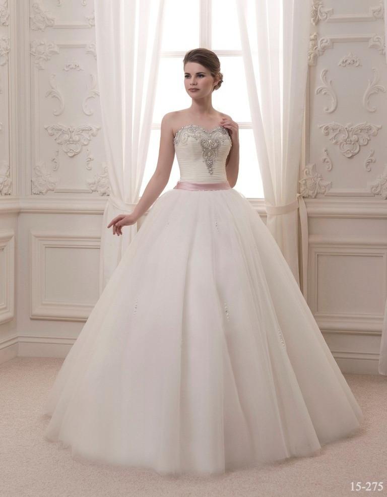 67914fd726e Пышное свадебное платье со стразами