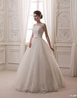 Классическое свадебное платье с бисером
