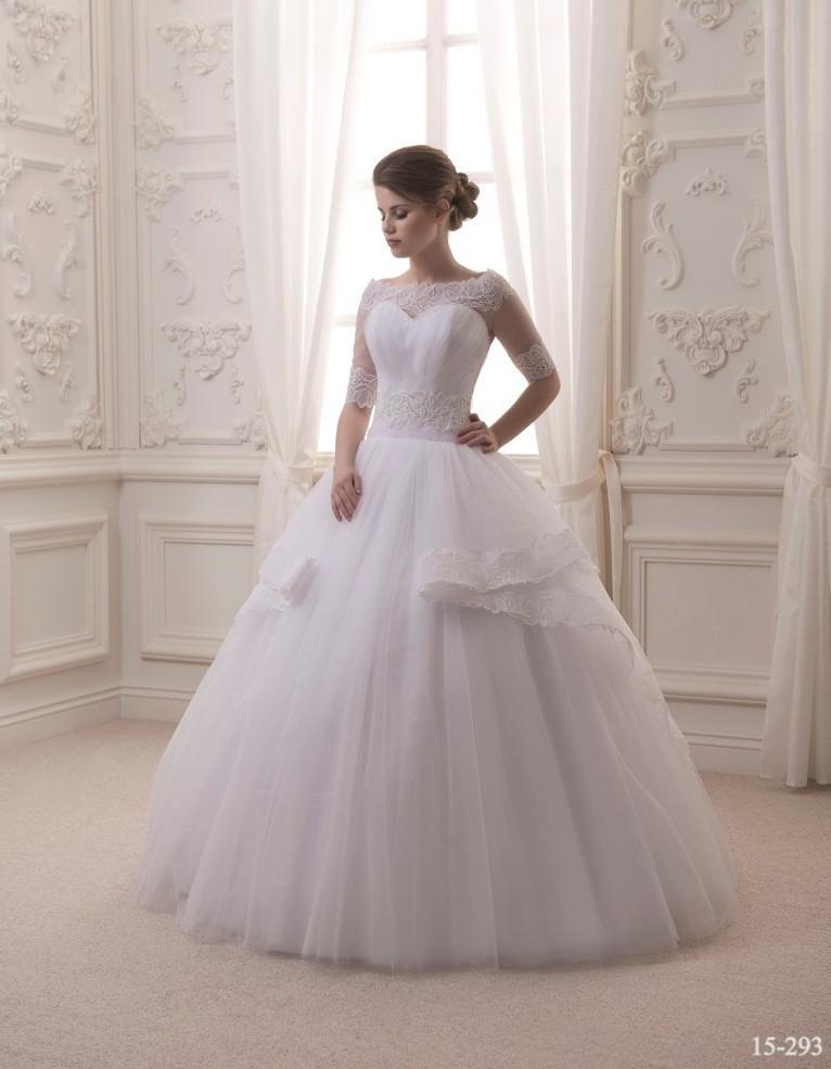 Прелестное свадебное платье с кружевным болеро