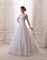 Приталенное свадебное платье со шлейфом, фото 1