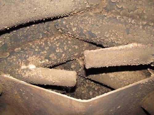 Печь буллерьян загрязненная налетом креозота