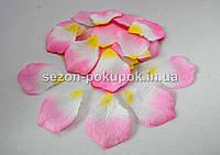 Лепестки роз искусственные (упаковка 100 шт) Розово-белые с желтой серединкой