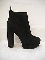 Ботинки женские на устойчивом каблуке с 34 размера.