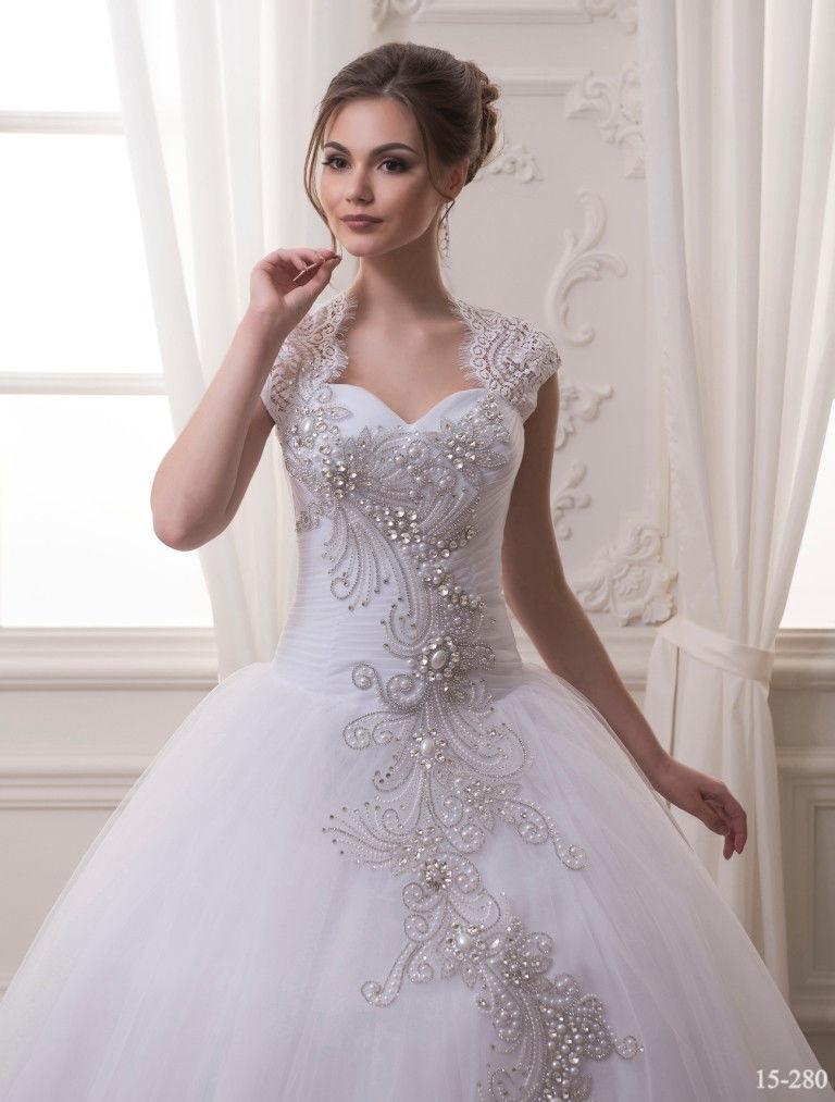 913be0d9a33 Красивое свадебное платье с аппликацией из страз и жемчужин - купить ...