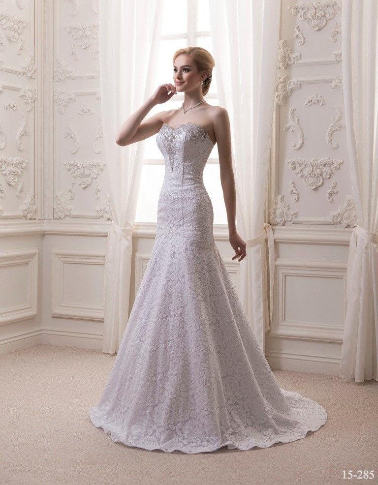 4040ec3a8b4 Силуэтное свадебное платье из роскошного кружева