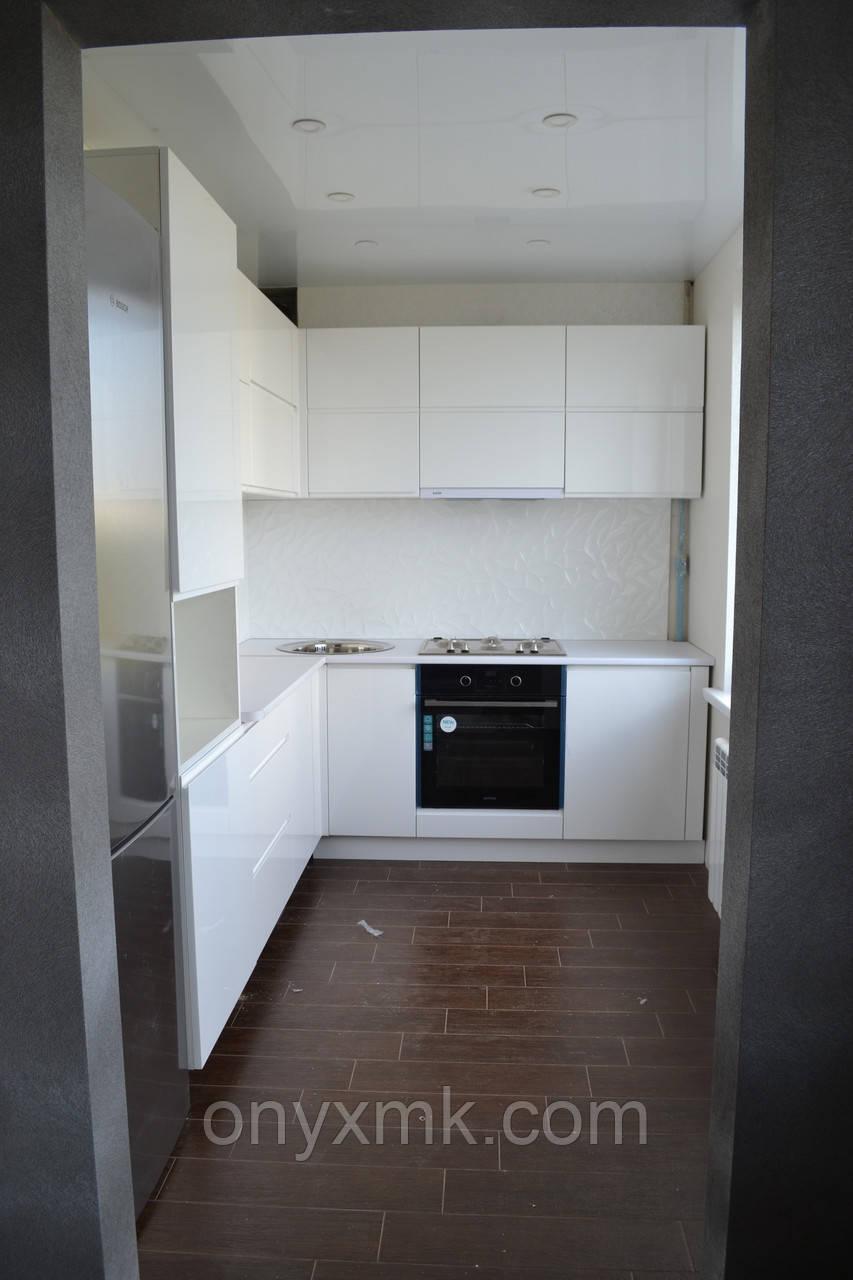 белая угловая кухня фото