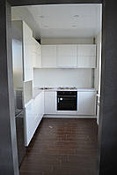 Современная белая угловая кухня, фото 1