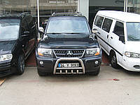 Защита переднего бампера - кенгурятник с грилем для Mitsubishi Pajero 3
