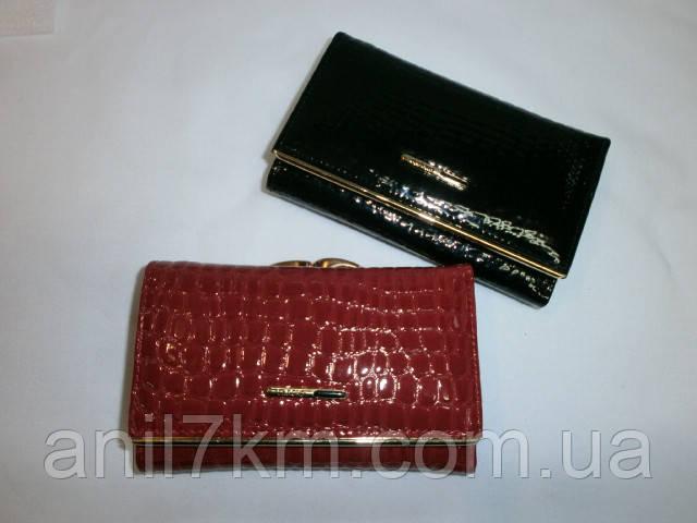 Женский лаковый кошелёк фирмы Dr.BOND срених размеров