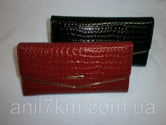 Жіночий лаковий гаманець фірми Dr.BOND