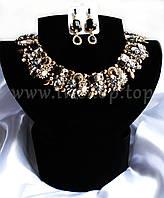 Комплект украшений с черными и белыми камнями под золото, из 2 предметов: ожерелье и серьги