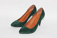 Женские туфли лодочки из натурального замша зеленого цвета