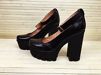 Женские туфли на высоком каблуке из натуральной кожи черные.