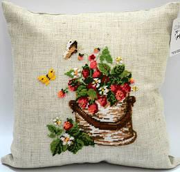 """Подушка декоративная - ручная работа, вышивка """"Туесок с ягодами"""""""