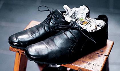 Как разносить обувь, которая жмет.