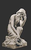 Мемориальная скульптура. Скорбящая с венком из литьевого мрамора 72 см