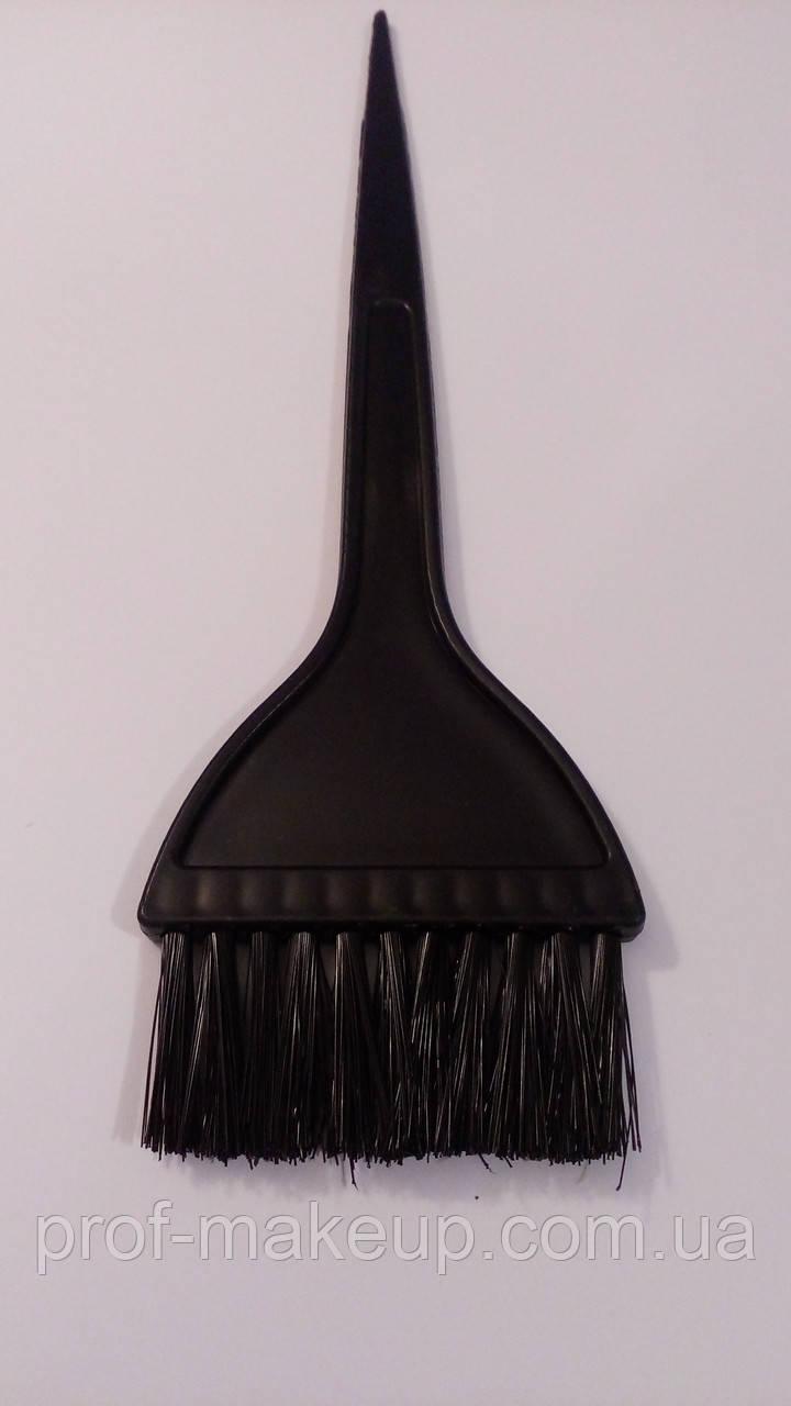 Кисточка для покраски волос широкая.