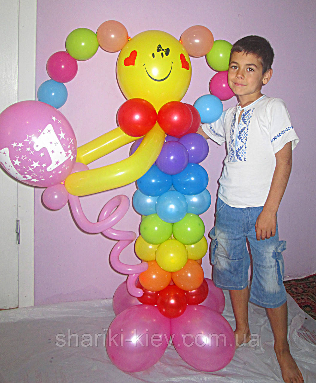 Фигура Капитошка яркая из воздушных шариков на День рождения