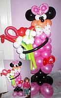 Фигура Минни Маус из мультфильма с букетом и циферкой из шариков на День рождения