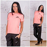 Яркий спортивный костюм для спорта и фитнеса: футболка и брюки
