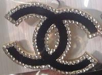 Брошь Chanel черная с эмалью и стразами