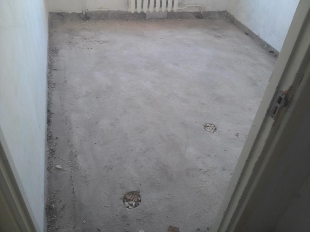 Следующий этап - подметание квартиры, лестничной клетки и подъезда. На этом первый день работы закончен.