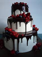"""Свадебный торт """"Клубника в шоколаде"""""""