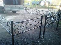 Металлические оградки на кладбище  в Харькове.