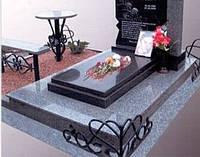 Металлические  кладбищенские, памятники, скамейки, столики.