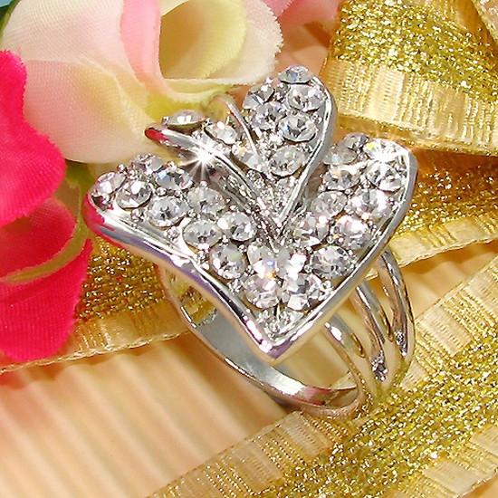 женское кольцо со знаком бмв