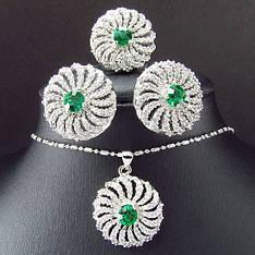 Вечірній жіночий комплект біжутерії (кольє, сережки) зелені камені (муассанит) біла позолота