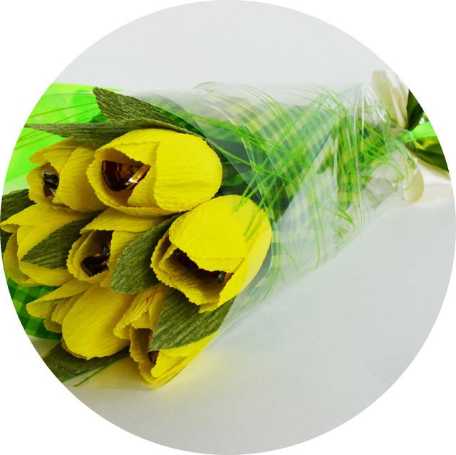 недорогой стильный букет из 7 тюльпанов