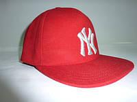Красная кепка NY с прямым козырьком