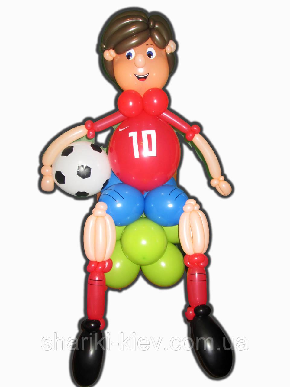Фигура Футболист с мячем из воздушных шариков на День рождения
