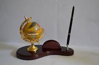 Настольный канцелярский набор с глобусом на деревянной подставке