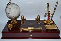Настольный канцелярский набор. Набор №11021 деревянный с часами и глобусом