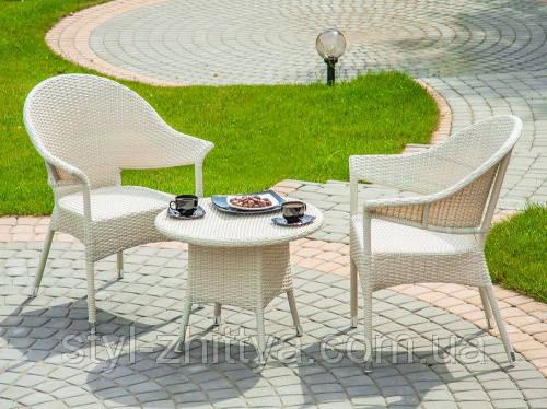 Комплект меблів з білого штучного ротангу. 2 крісла + столик