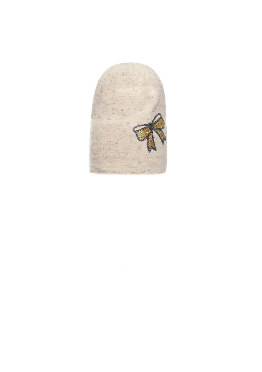 Екстравагантная шапочка для девочки с удлиненным верхом