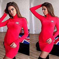 Тепленькое приталенное женское платье-гольф