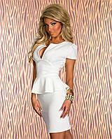 Платье с декольте белое